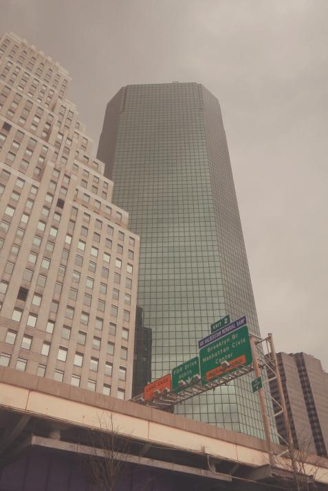 Grattacieli vicino il Brooklyn Bridge