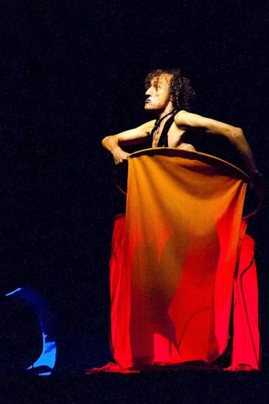 Antonio Rezza in scena alla XIII edizione di Frammenti FWD REVERSE
